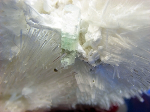 MESOLITE WITH APOPHYLITE CRYSTAL